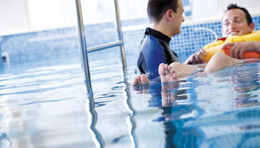 Гидропроцедуры в бассейне с профессиональными тренерами l Медицинский центр в Греции