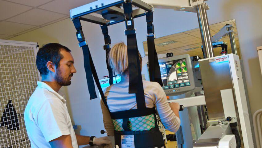 Восстановление прямохождения современными средствами реабилитации в медицинском центре Эвексия